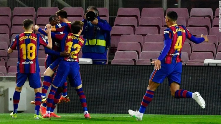Barca strikes late to move within touching distance of La Liga summit